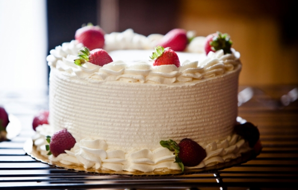 Fresh fruit and cream cake