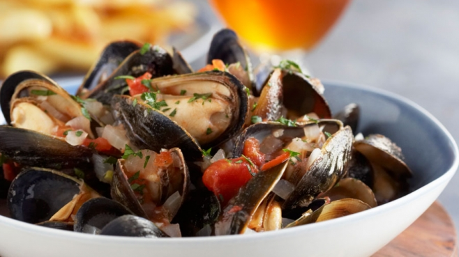 Moules Marinieres (Sailor-Style Mussels)