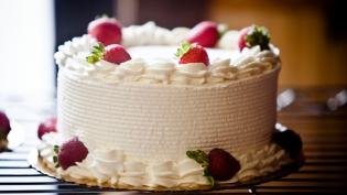 Fresh fruit and cream cake