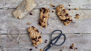 Homemade Cranberry Granola Bars