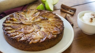 upside down spiced apple cake